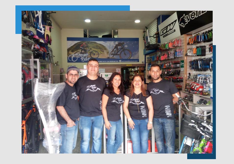 equipo-trabajo-almacen-bicicletas-extreme-bike-manizales-repuestos-taller-reparacion-mantenimiento-colombia-ciclismo